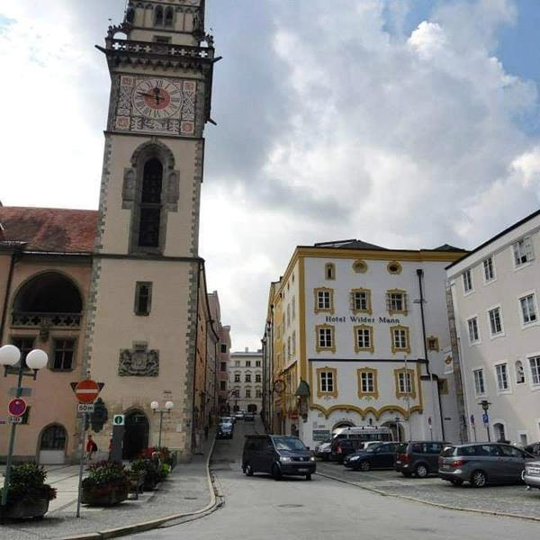 """Passau, rechts Hotel"""" Wilder Mann"""""""